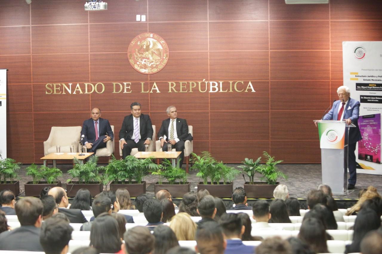 Presentan El Libro Estructura Jurídica Y Política Del